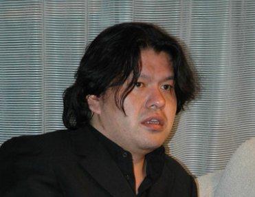 飯野賢治の嫁は飯野由香で超美人!死因やブログ「息子へ」が泣ける!